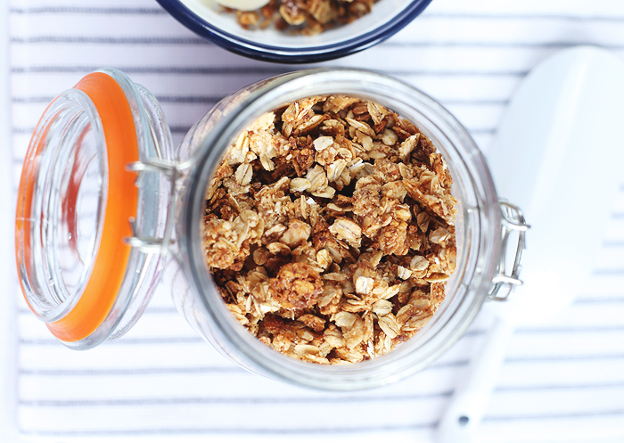 Granola mit Kokosöl Honig Nüssen Hafer