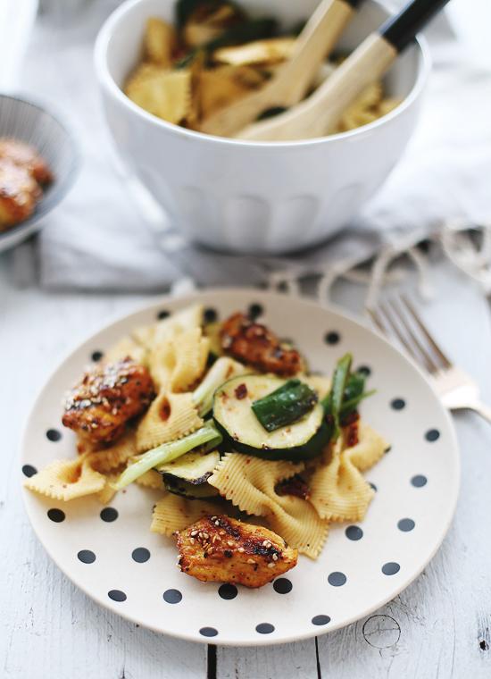 Nudelsalat Zucchini Sesamhähnchen