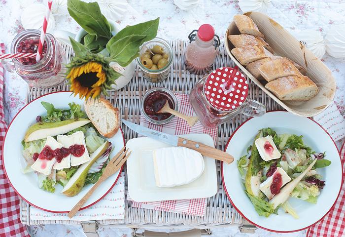 #lassunspicknicken Picknick Gartenpicknick Salat Birnen Preiselbeeren Géramont