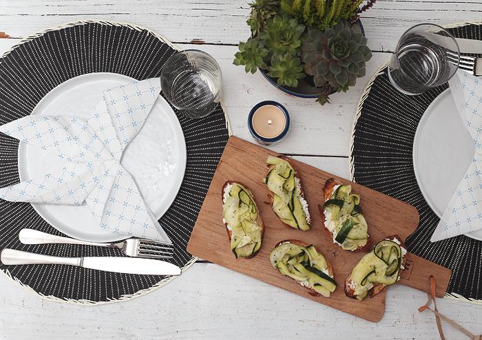Servietten falten Anleitung Schmetterling Crostini Zucchini