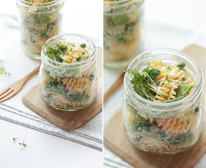 Nudelsalat mit Zuckerschoten, Erbsen und Kresse mit Honig-Senf-Dressing, Mason Ball Jar