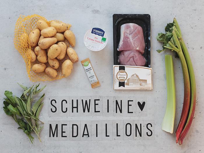 HelloFresh Zarte Schweinemedaillons in cremiger Rhabarber-Pfeffer-Soße mit Hasselback-Kartoffeln