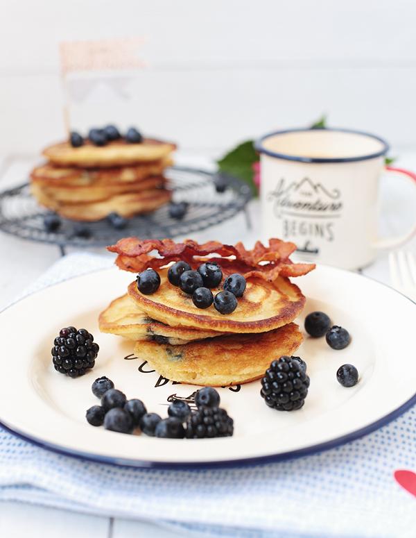 Blueberry Pancakes mit Bacon & Ahornsirup Blaubeeren Speck maple sirup english breakfast