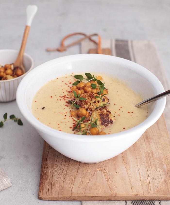 Blumenkohlsuppe mit gerösteten Kichererbsen & Thymian
