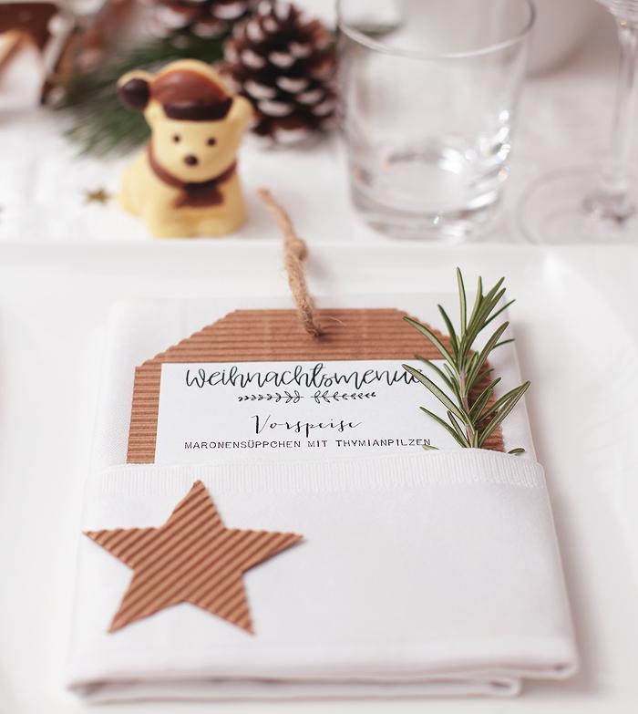 Tischdekoration Weihnachten Skandinavisch rot weiß Schokolade Hussel Menuekarte