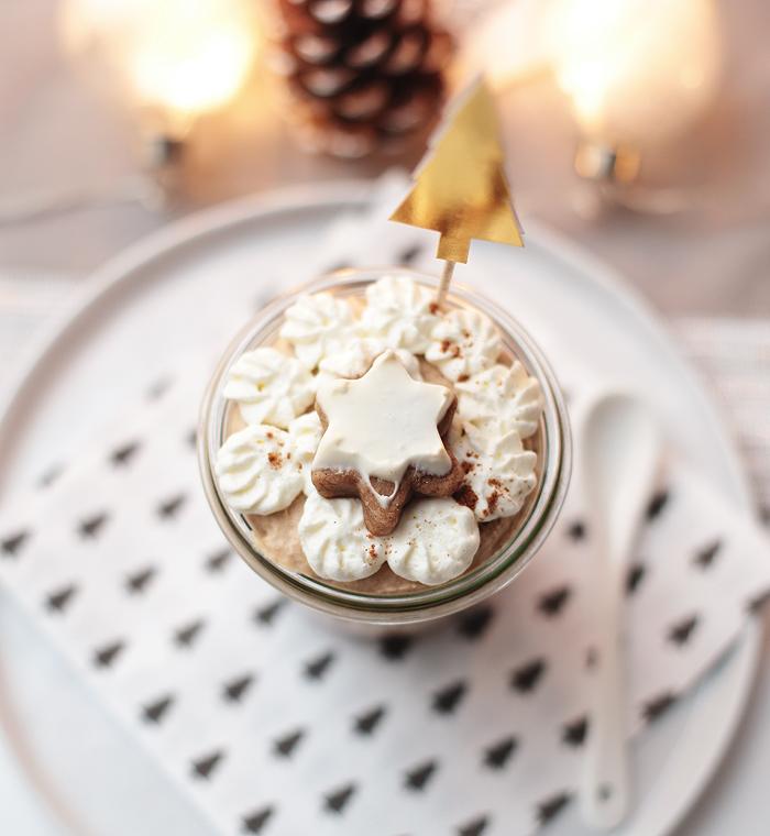 Lebkuchenmousse mit Zimtkirschen